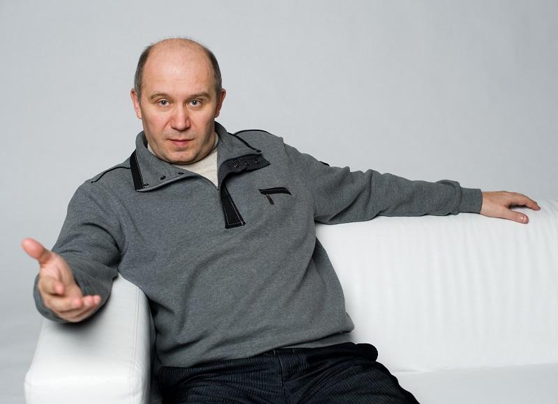 Профессор Тонков Владимир Викторович, основатель и главный специалист Института биосенсорной психологии, заслуженный педагог Балтийской Педагогической Академии, автор 3-х патентов и мирового рекорда.